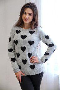 Ciepły szary sweter w serca