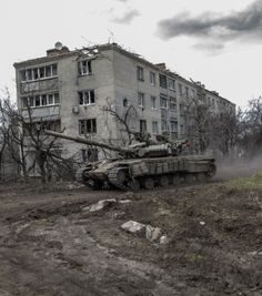 War in Ukraine. T 64, Tank Armor, War Thunder, Armored Fighting Vehicle, Army Vehicles, World Of Tanks, Battle Tank, Military Equipment, Modern Warfare