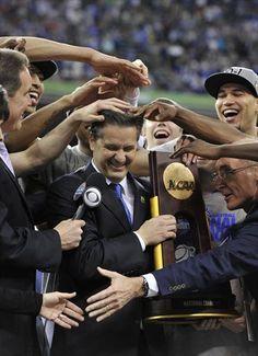 2012 NCAA Champions Coach John Calipari mobbed by his players ♥