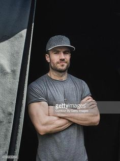 Country singer Sam Hunt poses for a portrait backstage at The FADER FORT Presented by Converse during SXSW on March 2015 in Austin, Texas. Get premium, high resolution news photos at Getty Images Sam Hunt, Hot Country Men, Cute Country Boys, Country Life, Male Country Singers, Country Music Artists, Look At You, How To Look Better, Thing 1