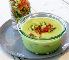 Kalte Gurken-Avocado-Suppe