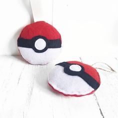Handmade felt Pokeballs, perfect for the kids rooms or even on the Christmas tree if you're a Pokemon family like us! Christmas Time, Christmas Crafts, Christmas Ornaments, Plush Pattern, Pokemon Fan, Felt Art, Dexter, Felt Crafts, Hand Sewing