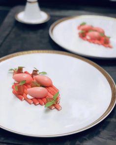 Rhubarb Tart, Rhubarb Desserts, Graham, Beste Brownies, Michelin Star Food, Types Of Desserts, Food Goals, Plated Desserts, Montages