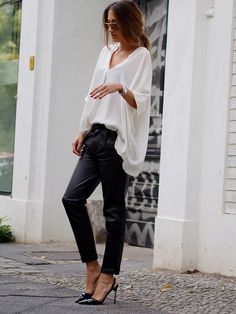 #monochrome #silk #oversize #boyfriend #leather #pants #heels #jimmychoo #style #jades24 #streetstyle #berlin #trends #helloshopping #blogger #fashion #minimal #effortless #sophisticated
