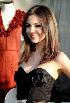 Gorgeous Victoria Justice all smiles Beautiful Celebrities, Beautiful Actresses, Beautiful Women, Gorgeous Lady, Vicky Justice, Pretty Woman, Hair Beauty, Hollywood, Musicians