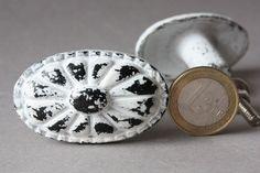 Möbelknäufe - 1 ovaler Knauf Schrankgriff Schrankknopf weiß - ein Designerstück von wohnraumformer bei DaWanda
