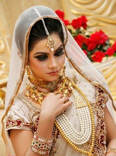 bangladeshi bride in smoky eye