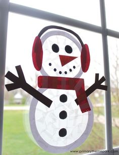 No snow? No problem! Kids will love building snowmen indoors with this adorable suncatcher snowman craft. Free printable templates are included. bottle crafts for kids Suncatcher Snowman Craft - Primary Theme Park Winter Art Projects, Winter Crafts For Kids, Winter Theme, Winter Kids, Projects For Kids, Craft Projects, Winter Crafts For Preschoolers, Craft Ideas, Simple Projects