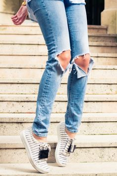 """I think every girl should have a killer pair of jeans that make her look a million dollars even though she has clearly made no effort whatsoever."" http://www.thecoveteur.com/camille-charriere-over-the-rainbow/"