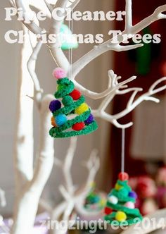 Make these cute pipe cleaner Christmas tree decorations to hang on your tree, make a garland or use as a stand alone decoration.: