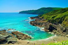 This is beautiful Lansallos, a secluded cove between Polperro and Polruan in South East Cornwall, England, UK. Places In Cornwall, Cornwall Beaches, Devon And Cornwall, Cornwall Map, Fowey Cornwall, British Beaches, St Just, Holidays In Cornwall, Holiday Destinations