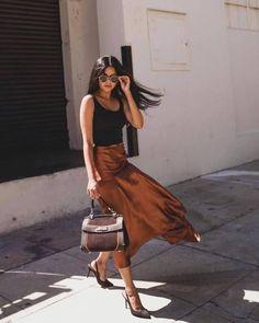 Silk Skirt midi long fall fashion trends fall looks silk natural skirt style silk outfit Silk meerkat midi simple trends street style slip Midi Skirt Outfit, Skirt Outfits, Sweater Skirt Outfit, Dress Skirt, Blouse Outfit, Street Style Trends, Street Styles, Casual Street Style, Classy Outfits
