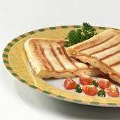 Waffles rellenos Ingredientes: Masa: 240 gr. de harina leudante *¾ cdta. de sal * 300 c.c. de leche * 2 huevos * 50 gr. de manteca derreti...