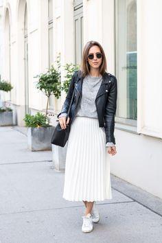 Eerbare kleding. Eng. Modest clothing. Fr. Vêtement modeste. Du. Bescheidene Kleidung. Sp. ropa modesta. Plissee Skirt & Leather Jacket