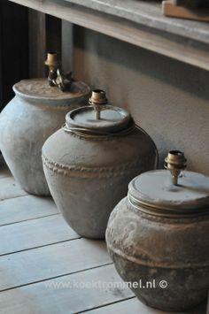 ☆ oude kruiken omgetoverd tot een fraaie lampvoet