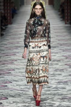 Gucci Spring 2016 Ready-to-Wear Fashion Show - Carly Moore