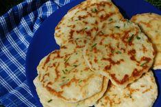 Με μαρμελάδα; με τυρί; με μέλι; μήπως με τυρί και μέλι; Τούτα τα πιτάκια, σαν μικρά ψωμιά, είναι η χαρά του αναποφάσιστου γιατί όλα τους ταιριάζουν περίφημα, από πραλίνα μέχρι σάλτσα πιπεριάς κι από μουστάρδα ως γλυκό του κουταλιού.