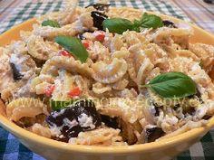 Těstoviny s pečeným lilkem Pasta Salad, Meat, Chicken, Ethnic Recipes, Food, Crab Pasta Salad, Essen, Meals, Yemek