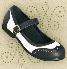 Aris Allen Black and White Wingtip Athletic Mary Jane Swing Dance Shoe Oh my. Size and my feet would be so fancy! Walk In My Shoes, Fab Shoes, Pretty Shoes, Beautiful Shoes, Cute Shoes, Me Too Shoes, Swing Dance Shoes, Swing Dancing, Best Looking Shoes