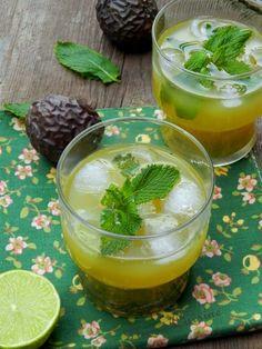 Délicieux et rafraîchissant cocktail sans alcool aux fruits de la passion, citron et menthe. rapide à préparer, à savourer au soleil!
