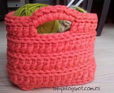 bonita Home Trends latest design trends in homes Crochet Handbags, Crochet Purses, Crochet Home, Knit Crochet, Crochet Chart, Crochet Patterns, Caron Yarn, Cotton Cord, T Shirt Yarn