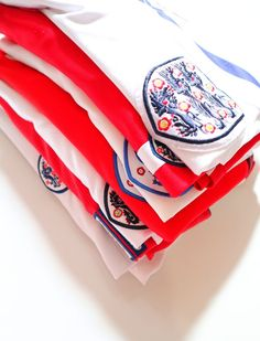 England national football team #england #englandteam #englandway #footballshirt #soccerjersey #umbro#nike #jersey #euro2020 England National Football Team, National Football Teams, Football Soccer, Football Shirts, England Euro 2016, England Top, Crawley Town Fc, Ukraine News, Euro 2012