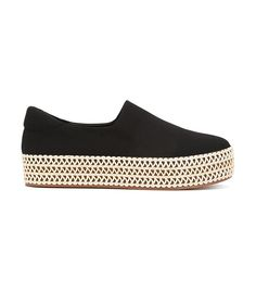 Warm weather shoes that don't require a pedicure. Shop espadrilles for women at Farfetch and find footwear by Kenzo and Gucci. Crazy Shoes, Me Too Shoes, Casual Sneakers, Casual Shoes, Minimalist Shoes, Sock Shoes, Handbag Accessories, Designer Shoes, Shoes Sandals