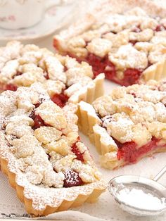 Today I made a yummy, crumbly Raspberry Almond Tart for Teatime! It's one of those recipes that use the same mixture for the top . Raspberry Tarts, Raspberry Recipes, Just Desserts, Dessert Recipes, Cake Recipes, Afternoon Tea Recipes, Tea Cookies, Sweet Tarts, Dessert Bars