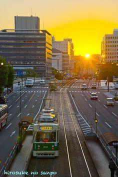 広島の路面電車のある風景~朝日がのぼります - hirosukeの散歩