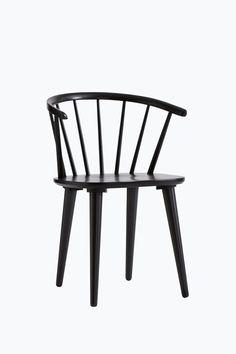 Tuolit massiivikumipuuta. Korkeus 76 cm. Leveys 54 cm. Syvyys 51 cm. Istuinkorkeus 45 cm. Istuinsyvyys 40 cm. Toimitetaan osina. <br><br>