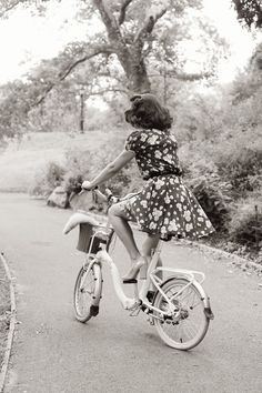 #1940s. love the whole look! reminds me of the notebook! :)
