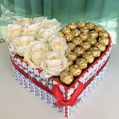 Candy Bouquet Diy, Food Bouquet, Gift Bouquet, Valentines Gifts For Boyfriend, Valentines Diy, Boyfriend Gifts, Flower Box Gift, Sweet Box, Chocolate Bouquet