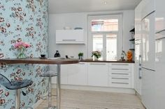 Bright Kitchen with pastel Floral Wallpaper