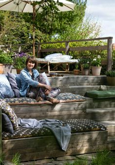 Outdoor space with different levels - Gartengestaltung Terasse - Terrasse Outdoor Rooms, Outdoor Living, Outdoor Furniture Sets, Outdoor Decor, Outdoor Patios, Outdoor Kitchens, Recycled Furniture, Back Gardens, Outdoor Gardens