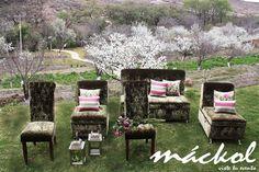 Sillones y sillas de terciopelo con combinación color rosa #Mackol #VisteTuEvento