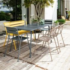 Buy the Rectangular table Monceau from Fermob, on Made in Design - 48 to 72 hours delivery. Contemporary Outdoor Furniture, Outdoor Furniture Sets, Outdoor Seating, Outdoor Decor, Parks, Aluminum Table, Rooftop Garden, Garden Table, Gardens