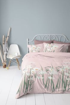 Pretty camomiles on a pink duvet cover.. perfect to get in the mood for springtime! #spring #camomile #flower #softpink