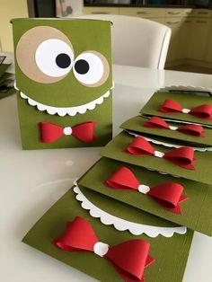 Me revoilà! Il y a quelques semaines j'ai reçu une commande pour des invitations ainsi que les décorations pour l'anniversaire d'un petit b... Animal Crafts For Kids, Craft Activities For Kids, Happy Teachers Day Card, Kids Gift Bags, Diy Postcard, Tarjetas Diy, Birthday Card Drawing, Diy And Crafts, Paper Crafts