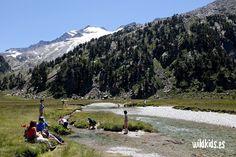 Pla d´Aigualluts con el Aneto al fondo Road Trip, To Go, Places To Visit, Europe, Camping, Mountains, Travel, Sierra, Bikini