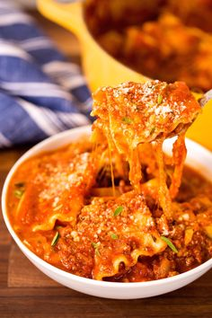 From actual Italian classics like pasta fagioli and minestrone to Italian-inspired hits like Chicken Parm Soup, these Italian soups are peak comfort food. Chicken Lasagna, Lasagna Soup, Lasagna Noodles, Lasagna Recipes, Sausage Lasagna, Cheese Lasagna, Chicken Sausage, Ground Beef Dishes, Ground Beef Recipes Easy
