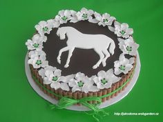 Love the looks, but for my taste I would have a white cake with Nilla Wafers for the sides!