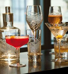 Each piece of our Comete Barware Collection offers a style that harkens back to the era of classic bar culture.