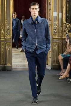 See the complete Corneliani Spring 2016 Menswear collection.