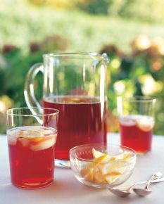 Herbal Iced Tea from Barefoot Contessa. Steep the 8 tea bags in 4 cups of boiling water for about 10 minutes. Discard the tea bags. Combine the tea with the… Herbal Iced Tea Recipe, Iced Tea Recipes, Drink Recipes, Non Alcoholic Drinks, Beverages, Cocktails, Oven Fried Chicken, Grilled Chicken, Barefoot Contessa