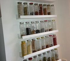 spice rack - Upcycled Home Decor Upcycled Home Decor, Upcycled Furniture, Diy Furniture, True Fruits Upcycling, Diy Pinterest, Diy Spice Rack, Dorm Room Organization, Roomspiration, Living Room Remodel