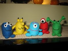 Amigurumi Aliens (with Kinder plastic eggs) Crochet Wool, Free Crochet, Crochet Numbers, Plastic Eggs, Toy 2, Crochet For Kids, Gifts For Boys, Projects For Kids, Cool Gifts