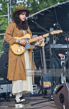 soko-performs-at-we-love-green-festival-day-2-at-parc-de-bagatelle-on-picture-id124733007 (652×1024)