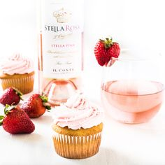 Things that make me happy: wine, cupcakes and the color pink 💕 I've managed to fit all three with my latest recipe for moscato cupcakes! Strawberry Moscato, Pink Moscato, Moscato Wine, Moscato Cupcake Recipe, Cupcake Recipes, Cupcake Cakes, Dessert Recipes, Desserts, Wine Cupcakes