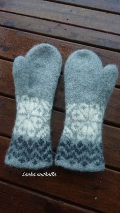 Ravelry: Jääkukkaset pattern by Elina Hänninen - free knitting pattern Fingerless Mittens, Knit Mittens, Knitting Socks, Free Knitting, Knitted Hats, Knitting Patterns, Crochet Wool, Crochet Gloves, Knitting For Kids