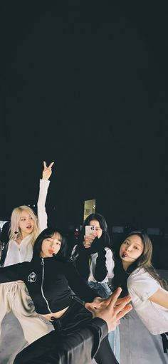 Lisa Blackpink Wallpaper, Dark Wallpaper, Manado, Blackpink Photos, Cool Photos, Lisa Blackpink Instagram, Entertainment Logo, Best Photo Poses, Jennie Kim Blackpink